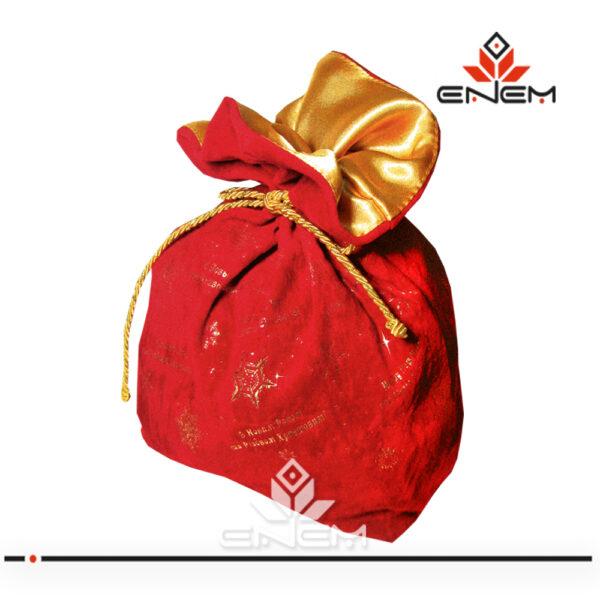 Упаковка из ткани для подарков к Новому году